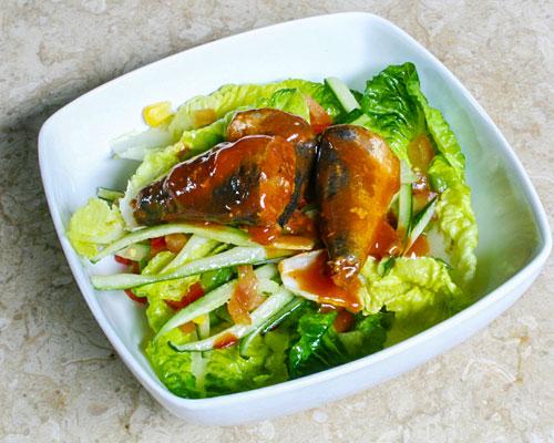 salad cá trích cà chua